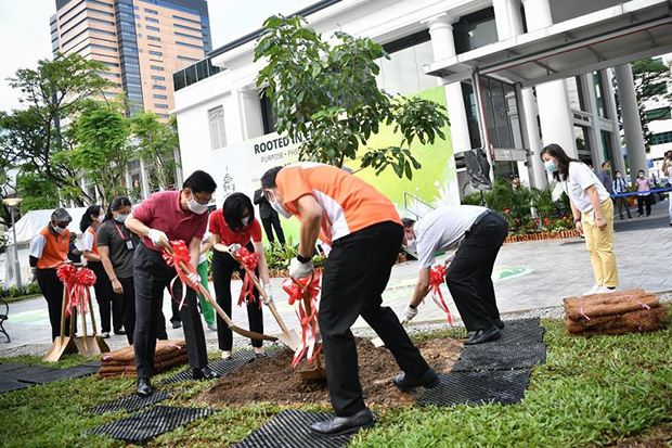 (Clockwise from far left) Deputy Prime Minister, Heng Swee Keat and Mrs Heng, as well as Health Minister Gan Kim Yong and SGH chief executive Kenneth Kwek, planting a longan tree at the hospital's new garden as it marks its 200th anniversary.  ST PHOTO ARIFFIN JAMAR