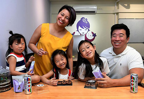 Mrs Joanna Sua, who was diagnosed with stage three lung cancer in March 2019, with her husband Nicholas Sua and their daughters (from left) Jorissa, three, Jophia, five, and Jolinda, eight. Mrs Sua underwent treatment that, at its height, involved cycles of chemotherapy and radiation from Monday to Saturday before a week off. She then had immunotherapy for a year. ST PHOTO KHALID BABA
